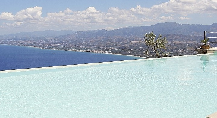 villas-taormina-pool-wishsicily