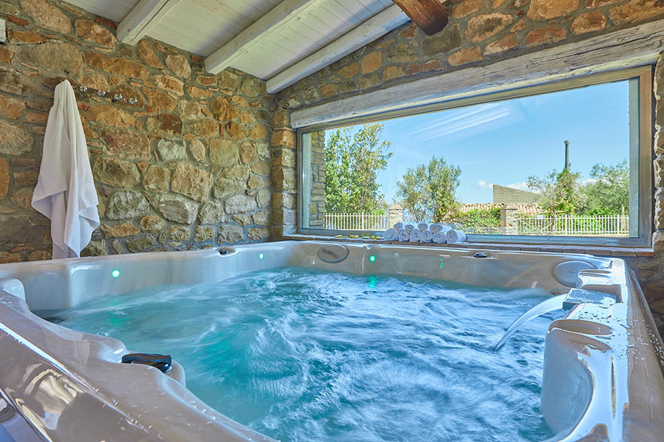 The private SPA Jacuzzi at Villa Geranio