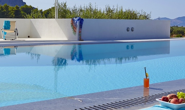 Casa Turi's pool area