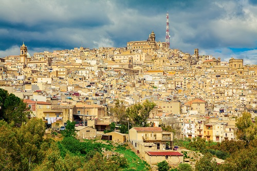 Caltagirone: the beauty of a Sicilian baroque town