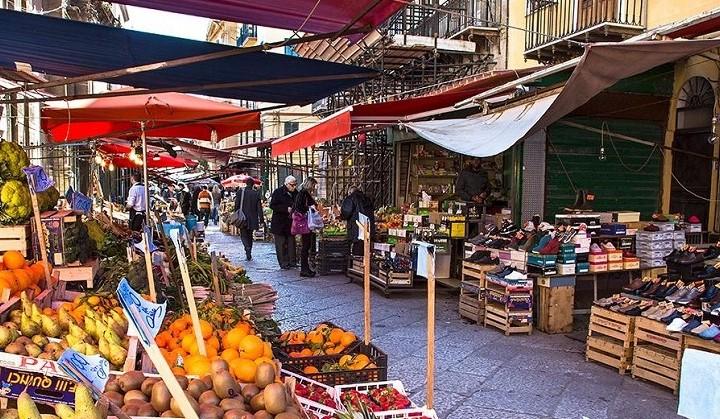 sicily-holidays-street-market