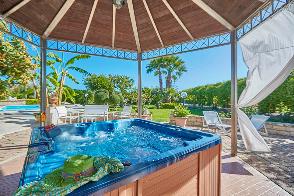 Casa del Carrubo, the private Jacuzzi