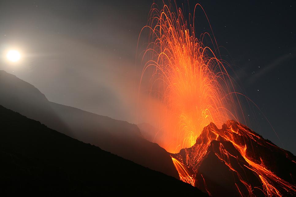 """A beautiful eruption of Stromboli colcano (eolian islands, Italy)."