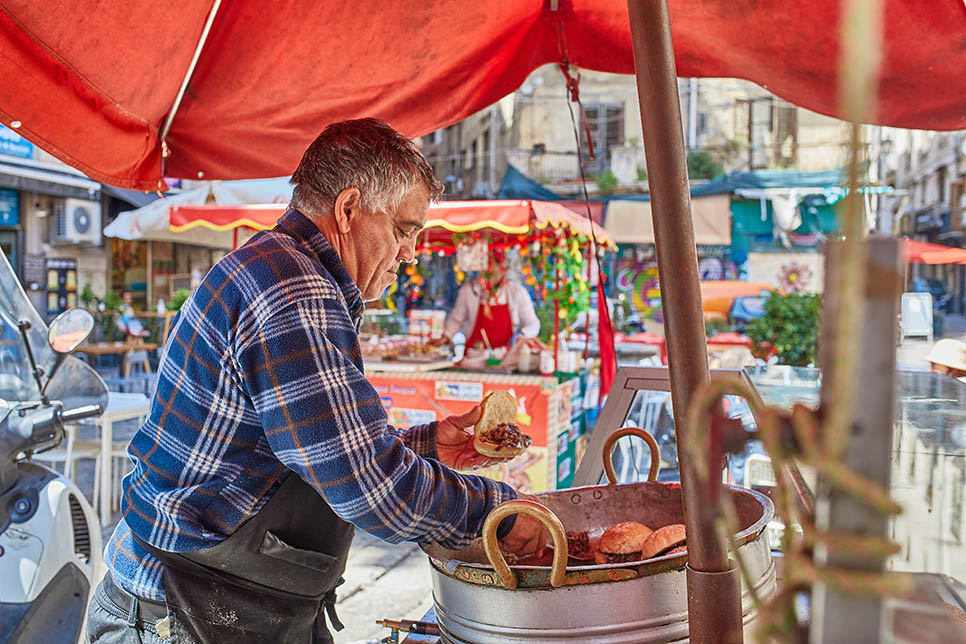 Street food tour in Sicilia