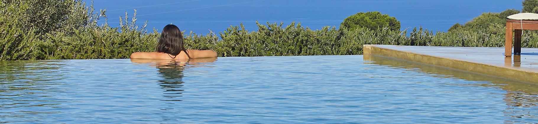 Ville in Sicilia con piscina e vista mare