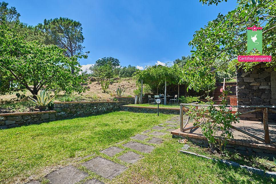 Casa Gialla & Tana Sant'Alfio 26061