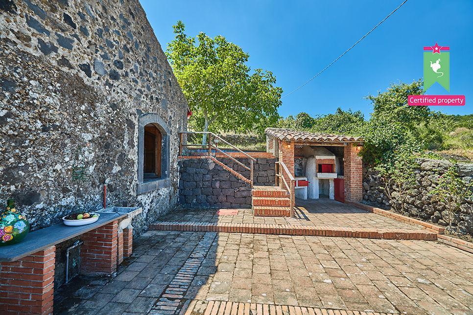 Casa Gialla & Tana Sant'Alfio 26063
