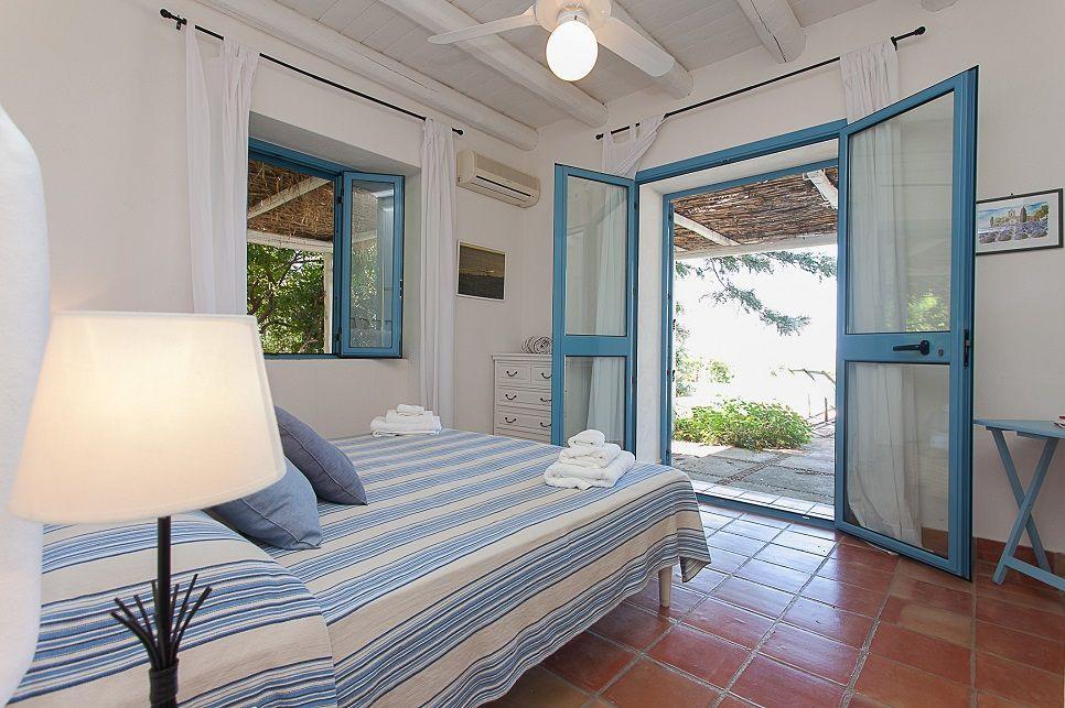 Villa Buzza Caronia 26570