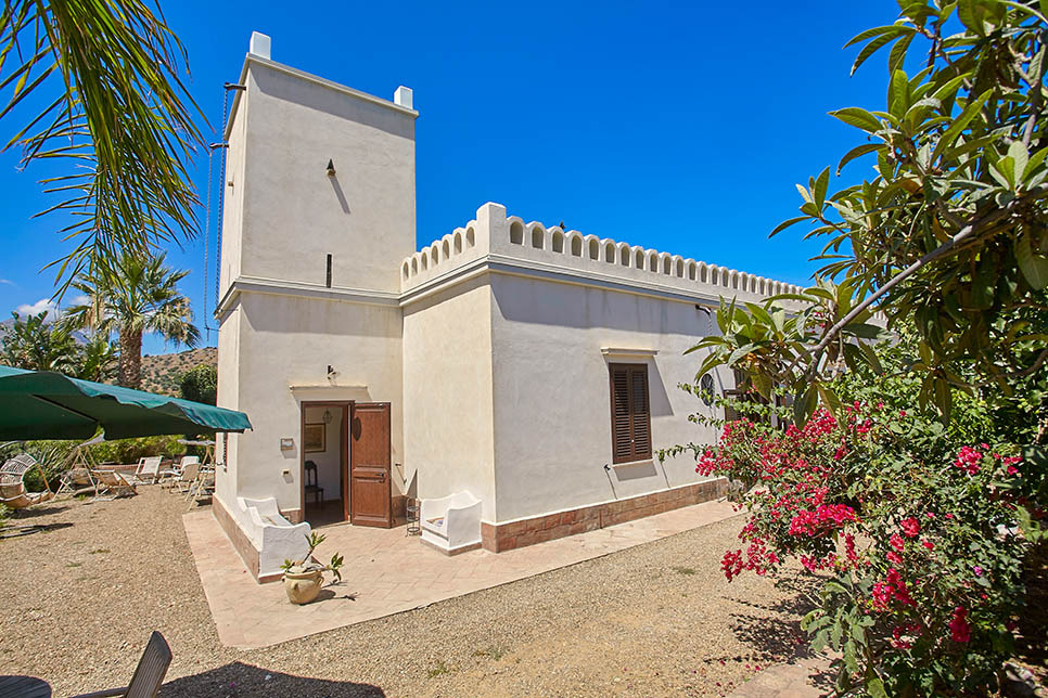 Casa dell 39 acqua villas in sicily for Beach house description